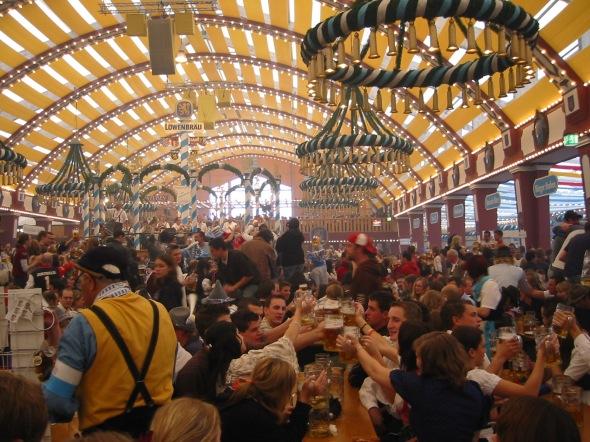 Oktoberfest_2005_-_inside_Löwenbräufestzelt