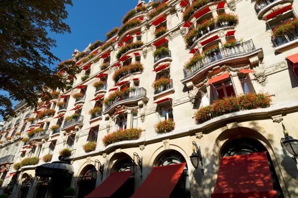 facade-hotel-Plaza-Athénée-credit Masahiko Takeda
